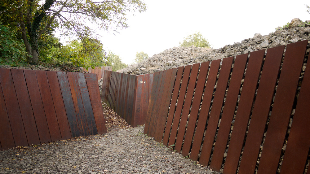 We Do Not Live In A Stone Quarry So This Wall Is Probably Not Appropriate But I Like The Aesthetics Ck Landscape Architecture Landscape Design Corten Steel