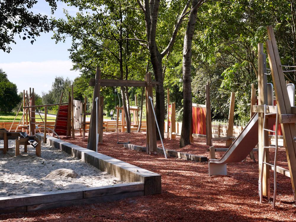 http://www.landezine.com/wp-content/uploads/2011/08/loidl-landscape-architecture-berlin-15.jpg