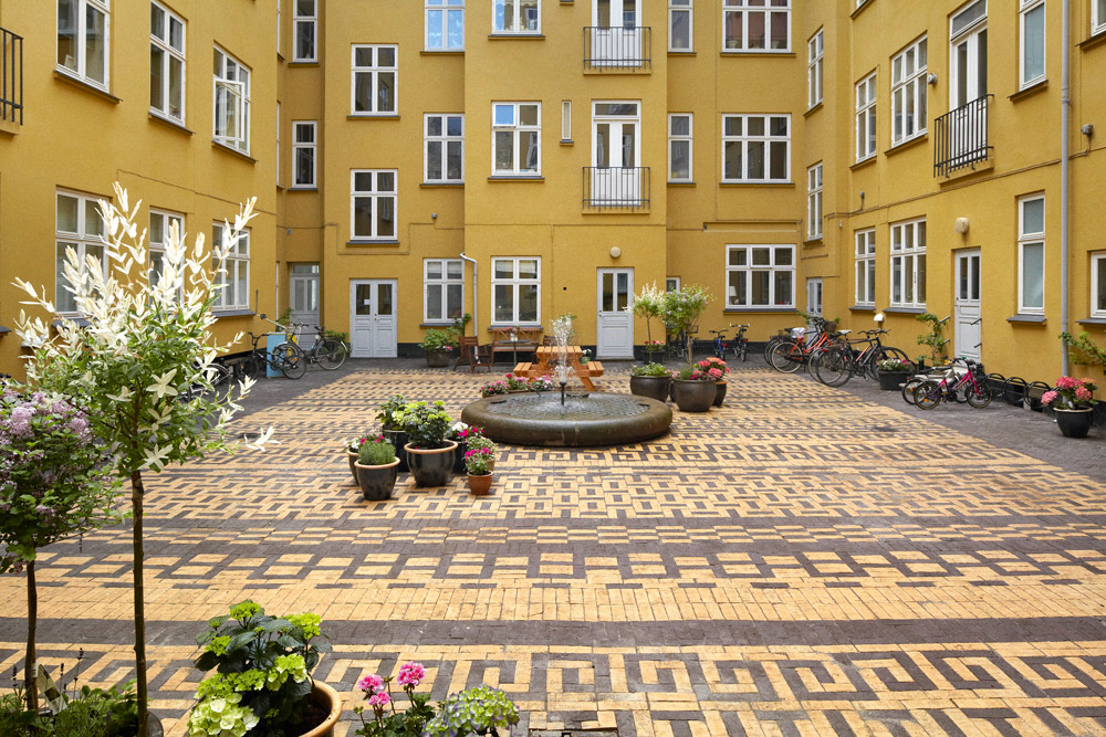 Courtyard in classensgade by 1 1 landskab landscape for Courtyard landscape architecture