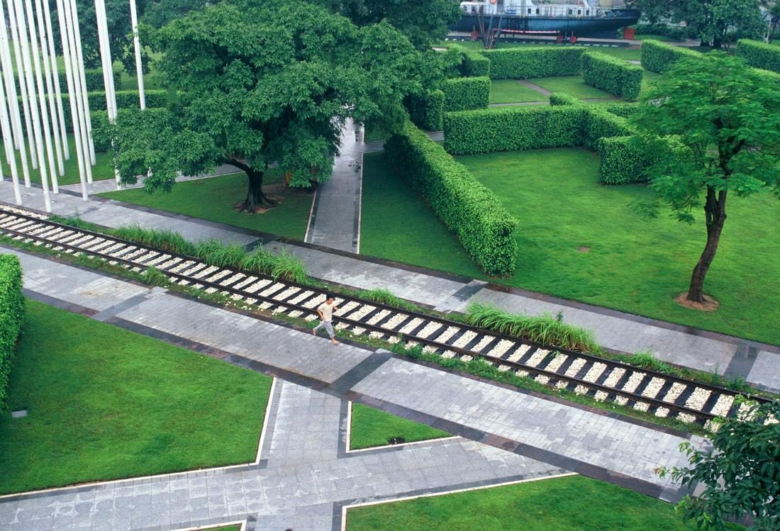 Zhongshan shipyard park turenscape 16 rail landscape for Form garden architecture