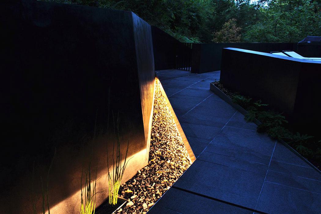 04 hoke residence light sliver b sm landscape for Architectural landscape lighting