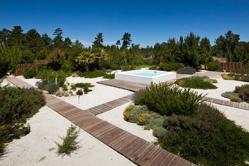 Garden in comporta by topiaris landscape architecture 07 for What do landscape architects do