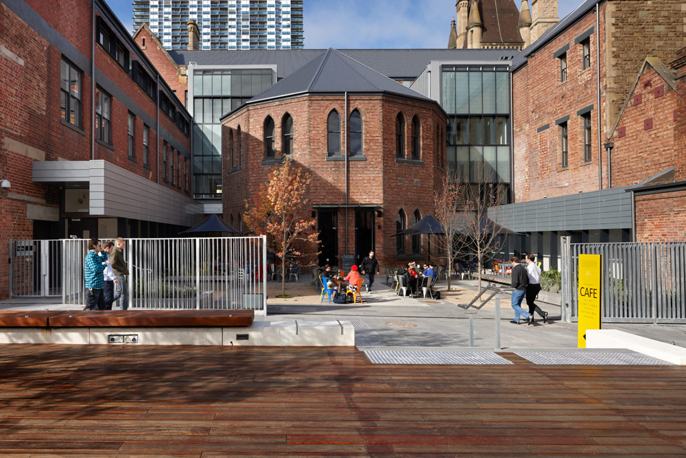 Rmit university lawn by peter elliott pty ltd architecture for Outer space design group pty ltd