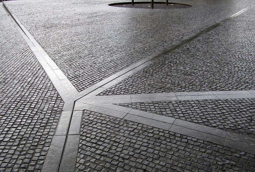 http://www.landezine.com/wp-content/uploads/2013/05/02_BRF_paving-rain.jpg