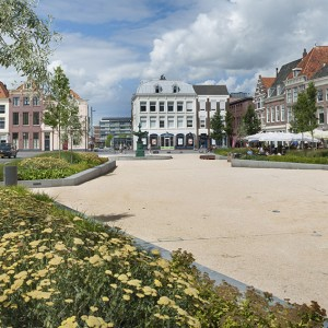 Bellamy Park is located by the harbour of Vlissingen where the Merchant Harbour once stood. Bellamy Park and the Ruyter Square regain a new relationship with the old ports. The Ruyter Square will be slightly raised with sitting stairs at the Fisheries Harbour.