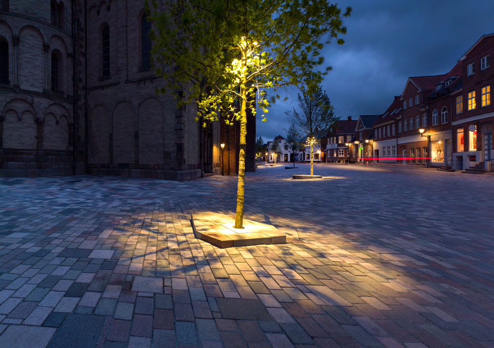Ribe-Cathedral-Square-by-Schonherr-Landscape_Architecture-05 « Landscape Architecture Works | Landezine & Ribe-Cathedral-Square-by-Schonherr-Landscape_Architecture-05 ... azcodes.com