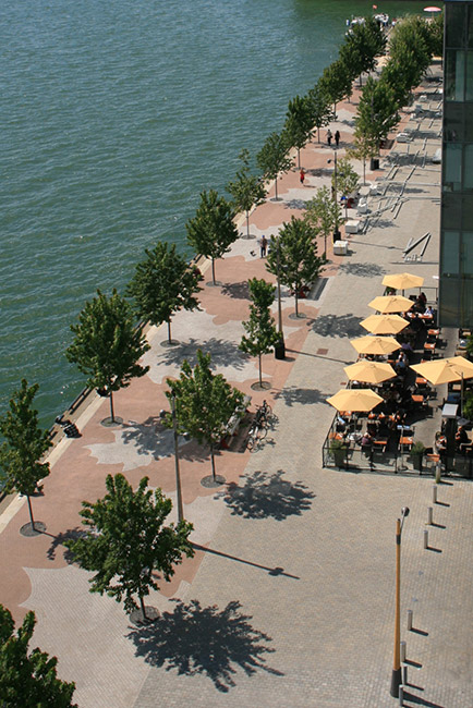 East Bayfront Waters Edge Promenade By West 8 DTAH 03