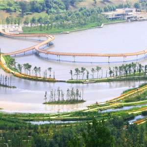 In 2009, Turenscape was commissioned by the Liupanshui Municipal Government to working on the planning and design of the ecological security patterns and ecological infrastructure, and the ecological restoration and landscape renovation of Shuicheng River. Utilizing landscape approaches at both macro and micro scales, the designers have been able to revitalize and upgrade the ecological, recreational and social value of the Mother River.