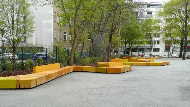 """The urban quarters south of Frankfurter Allee are low-density areas with a high green rate (""""green islands""""). Small squares or green spaces accentuate the district and become sites with high amenity values. The design concept aimed to strengthen these characteristics and to enhance a distinctive identity ..."""