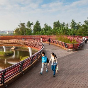 The river currents, the flow of people, and the gravity of objects are all woven together to form a dynamic concord (Figure 01). This is achieved through the meandering vegetated terraces, curvilinear paths, a serpentine bridge, circular bio-swales and planting beds, and curved benches. The project has given the city a new identity and is now acclaimed as its most poetic landscape.