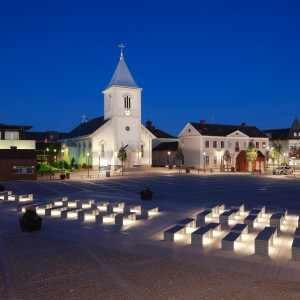 For a long time, the square Kungsbacka Torg acted as a car park which left little space for hustle and bustle. Now, the square has been transformed back into a meeting place for the town's inhabitants.