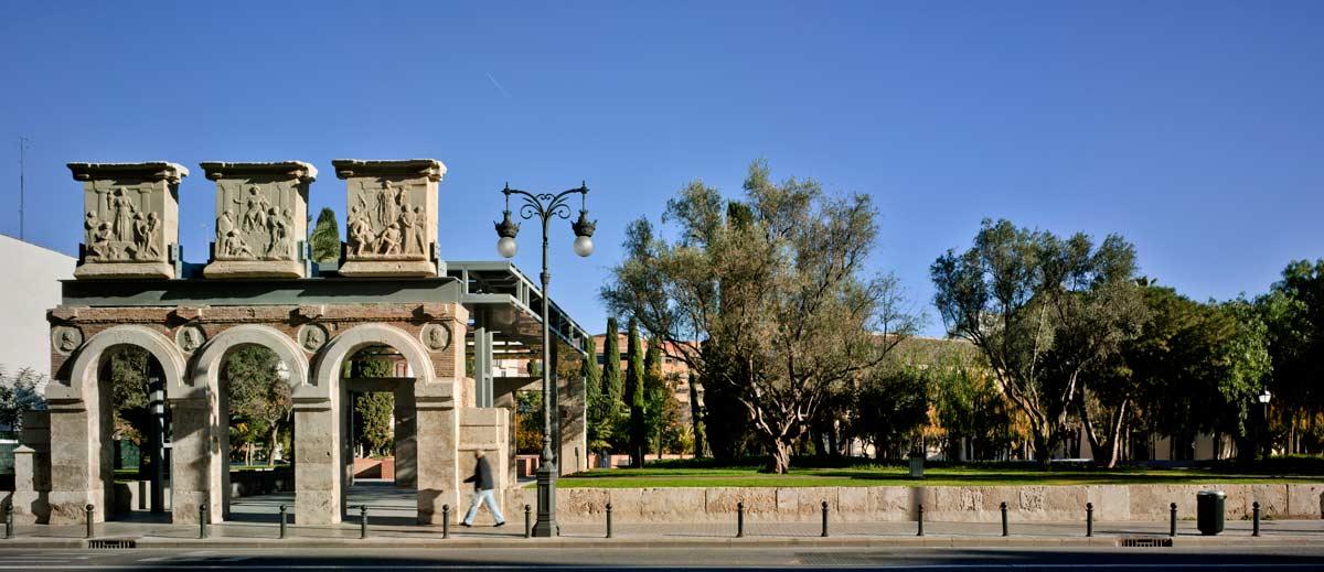 Gardens of the hospital in valencia landscape - David frutos ...