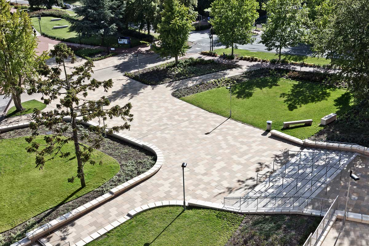 Jubilee plaza by ubu design landscape architecture works for Garden design university