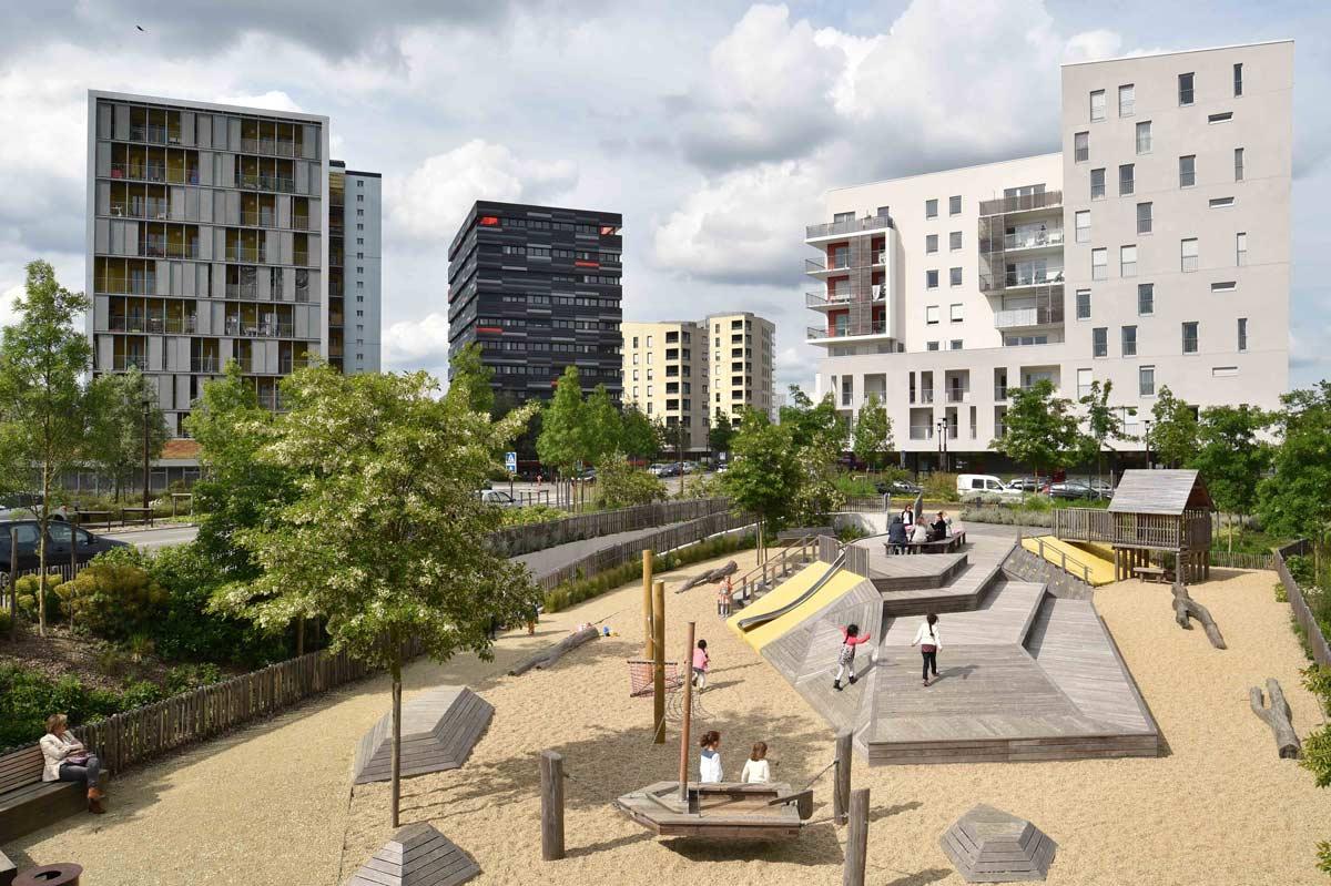 Square de la bollardiere playground 01 landscape for Paysagiste nantes