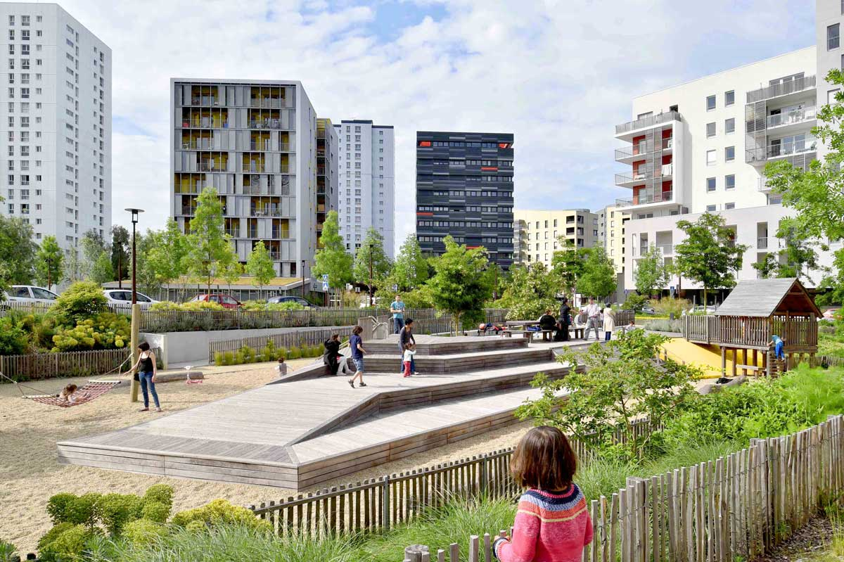 Square de la bollardiere playground 06 landscape for Paysagiste nantes