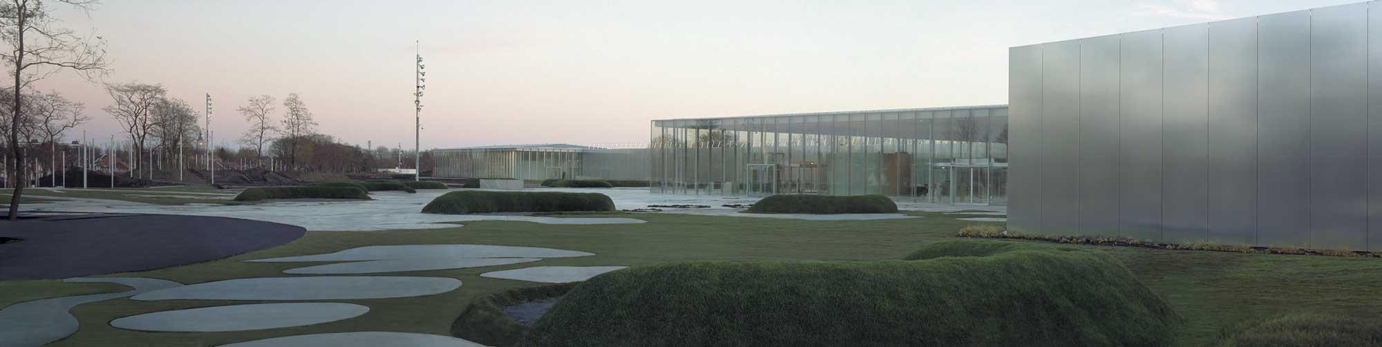 Museum park louvre lens by mosbach paysagistes landscape for Louvre lens museo