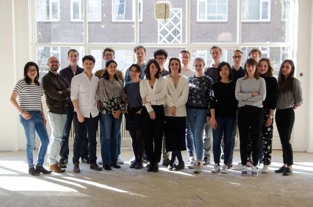 1-LOLA-OFF-office-team-photo-s
