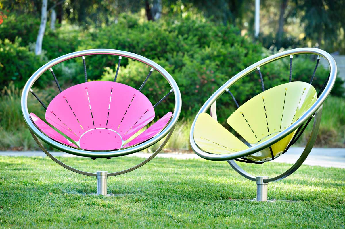 Etonnant To Facilitate Maximum Comfort U2013 Physical And Social U2013 Flower Chair Swivels  180 Degrees, Empowering Sitters To Survey The Best View, Change Their  Position In ...